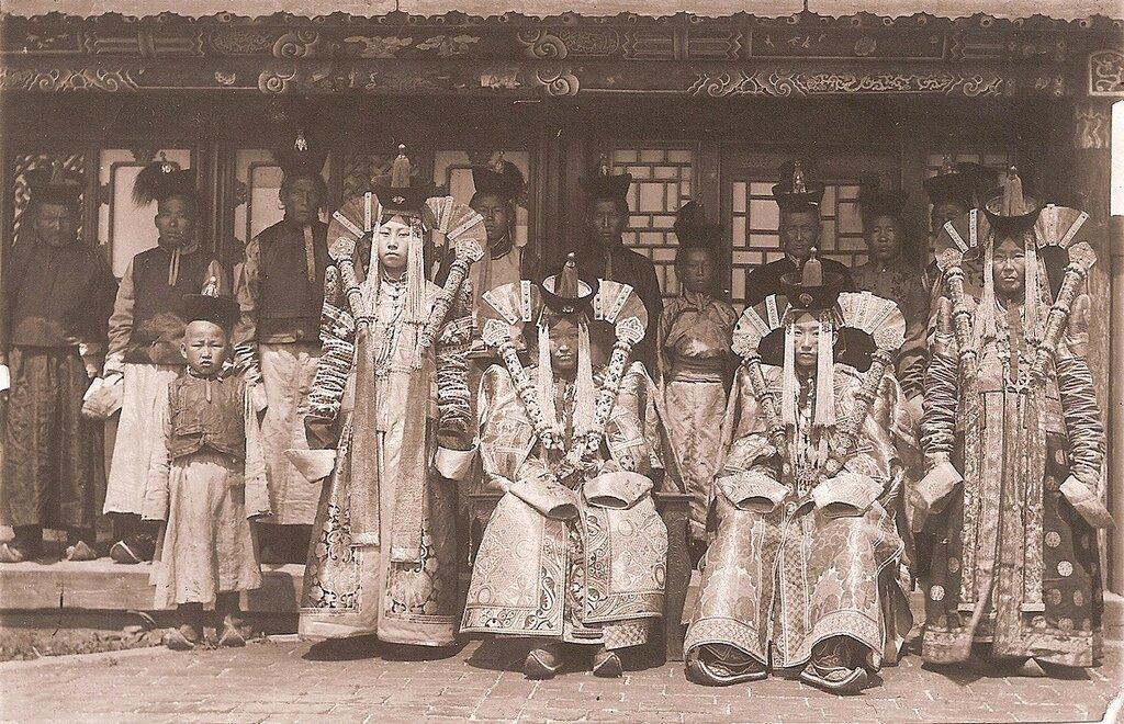 Courtier women in the court of Bogd Khan, 1900's