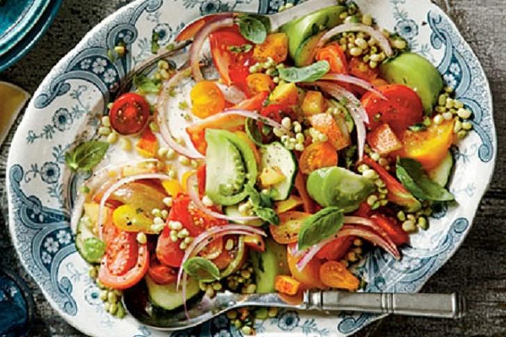 2. Они улучшают состояние кожи. Бета-каротин в томатах (который также содержится в картофеле и морко
