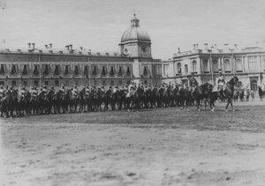 Церемониальный марш полка  на параде  в день празднования 200-летия полка.