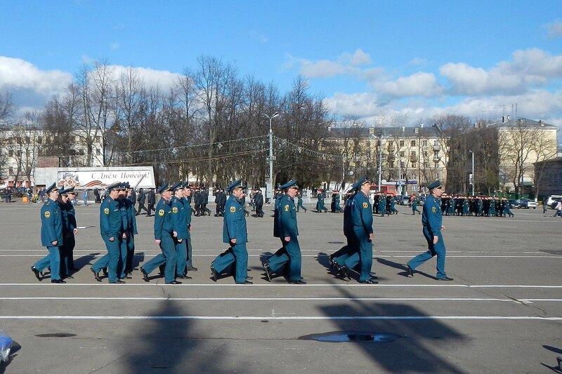 Репетиция парада Победы - синяя форма, Киров, Театральная площадь