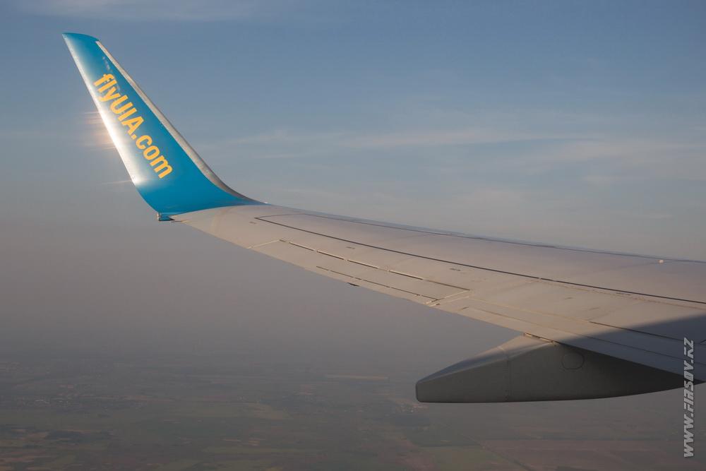 B-737_UR-PSB_Ukraine_International_Airlines_1_inflight_ .JPG