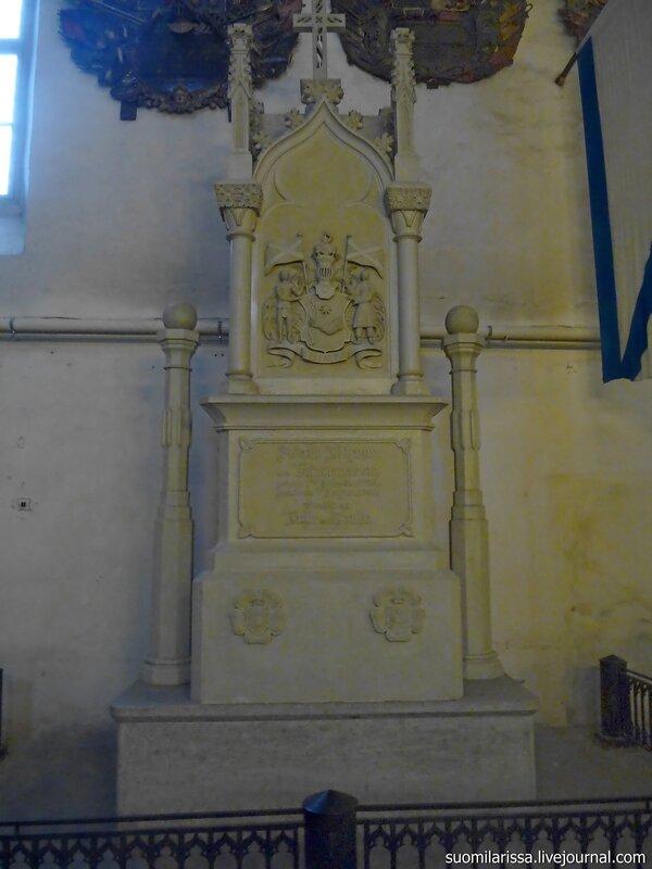 Надгробие Крузенштерна.