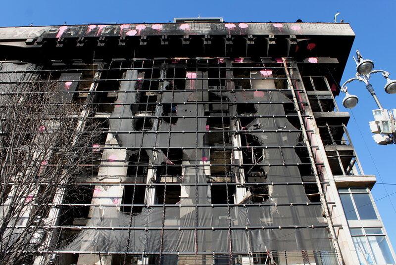Обгоревший фасад Дома профсоюзов