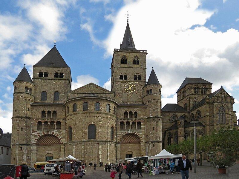 Церковь Девы Марии и  собор Св. Петра