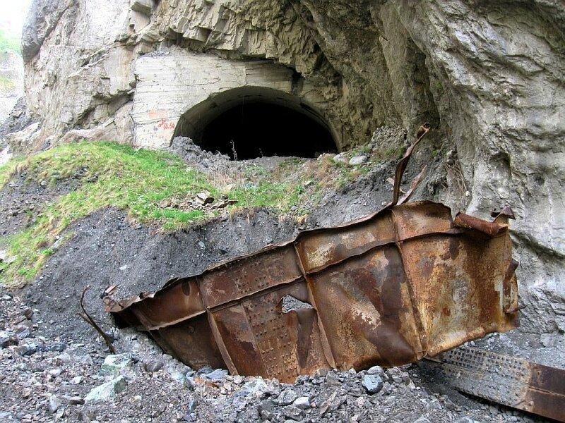 Вот что осталось от моста, который был перед этим тоннелем . Тольщина металла фермы 15мм.(Resize of IMG_5288.JPG)