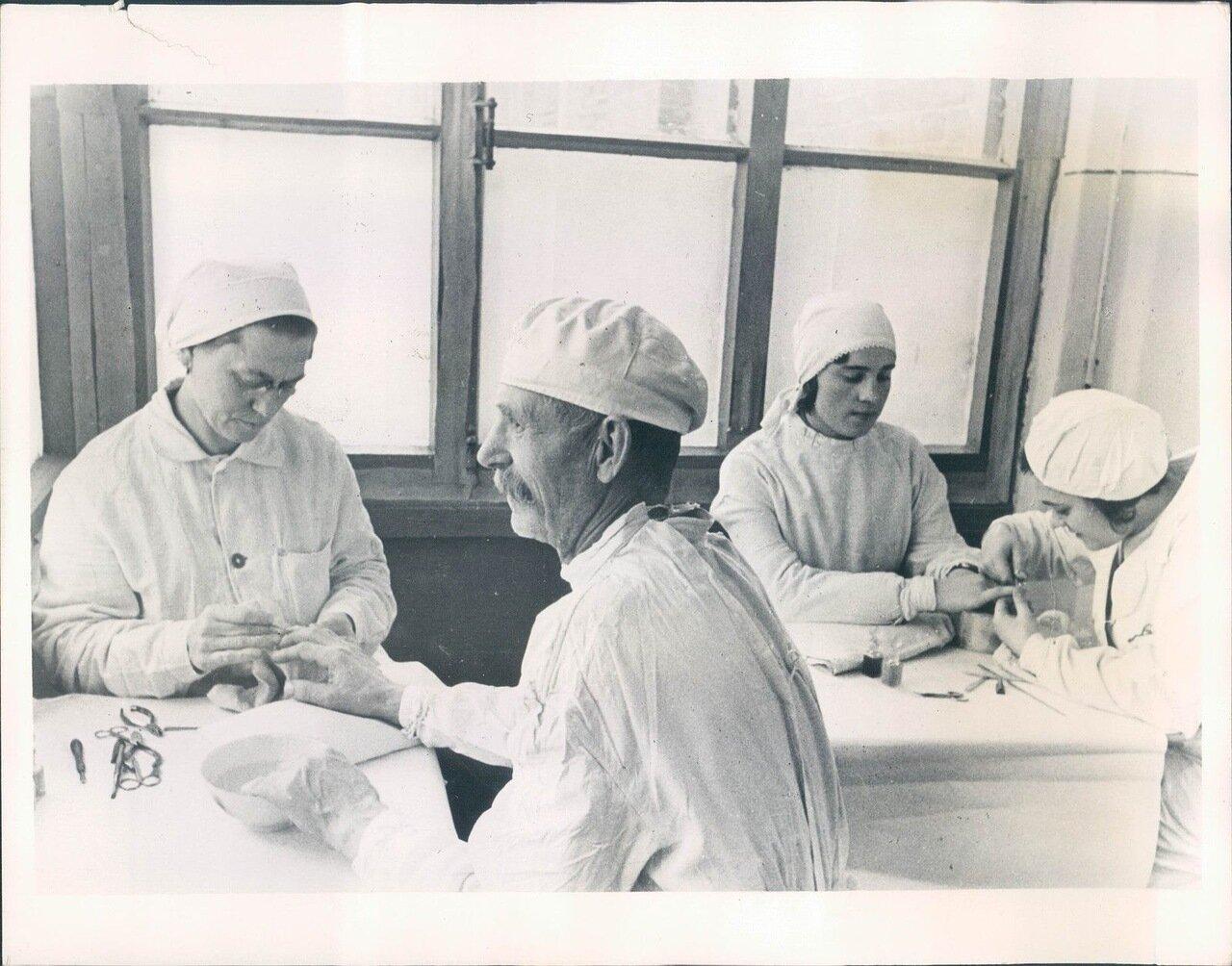 1936. Большевики строго следят за соблюдением норм гигиены