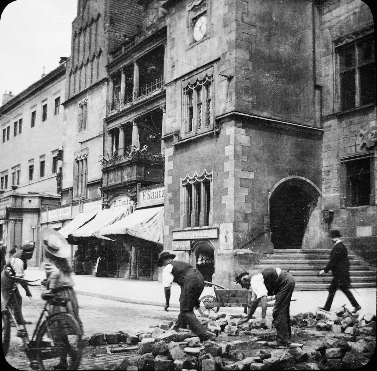 Галле. Перед зданием ратуши, 1901
