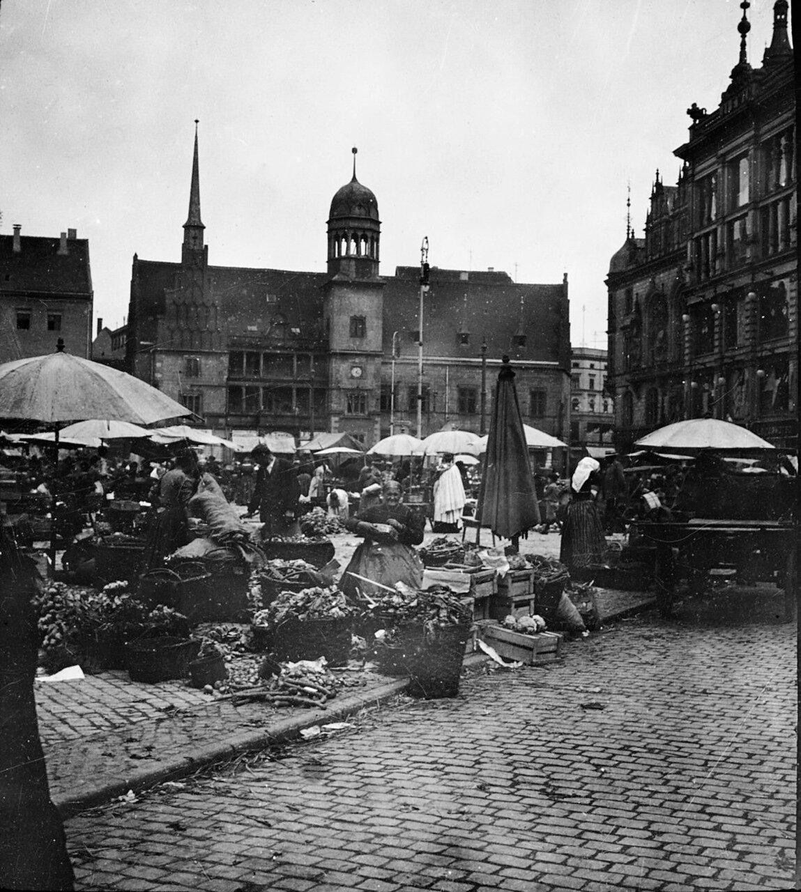 Галле. Рынок на площади перед ратушей в Галле, 1902