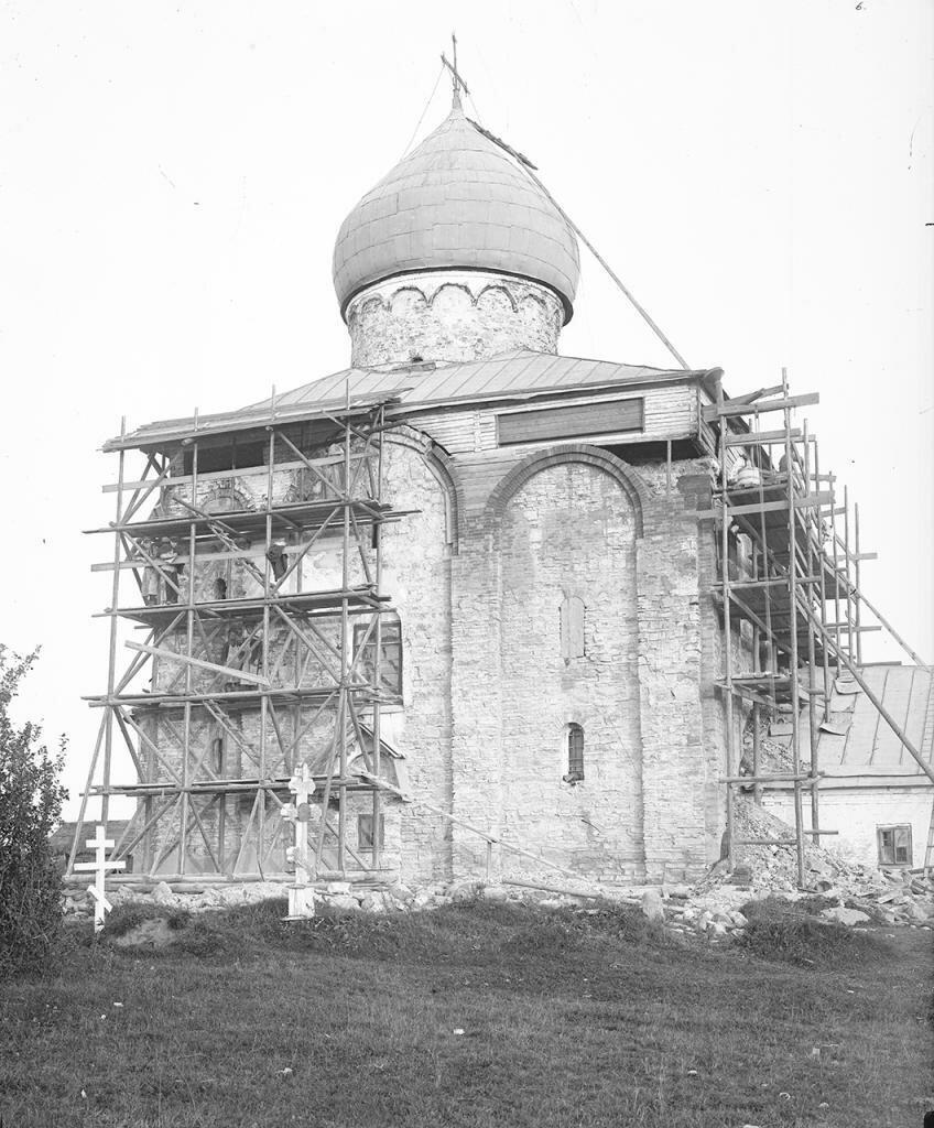 Церковь Спаса на Нередице в процессе реставрационных работ 1903-1904 гг.