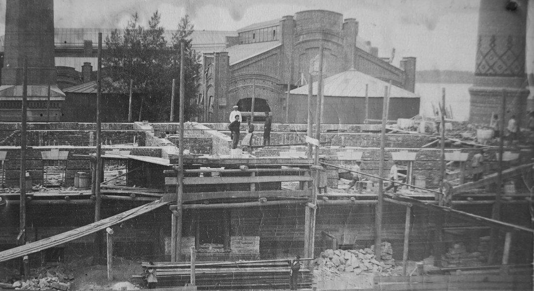 1914. Строительство жилого дома для руководства станции