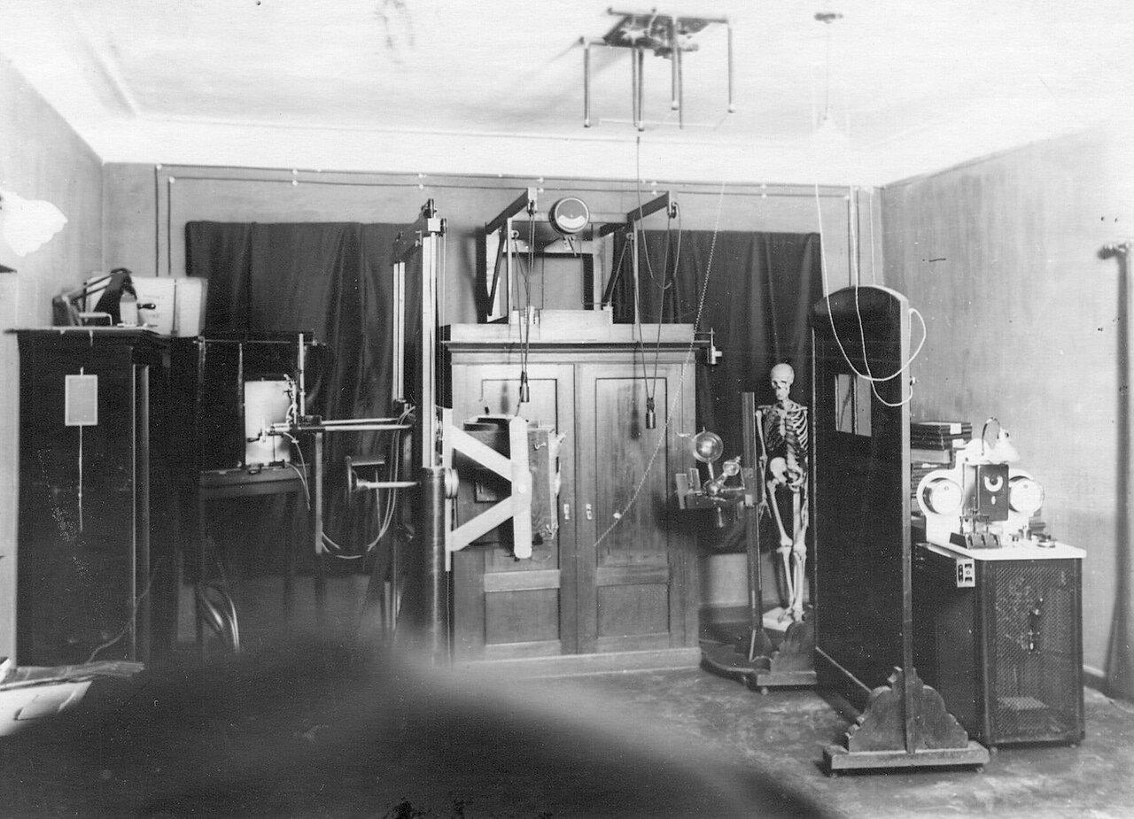 18. Вид помещения лаборатории в академии