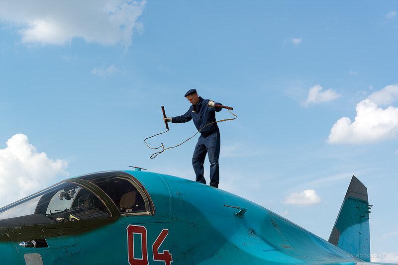 Сухой Су-34 (RF-92252 / 04 красный) D805042