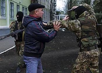 В Донбассе сепаратисты обстреливают людей на улице