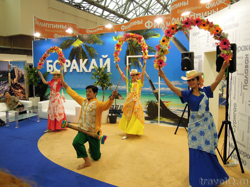 Туристические выставки в Москве. Танцы на стенде Боракая