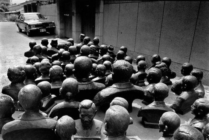 Нелепые неожиданности посреди привычного окружения… Сюрреализм Чанга Чао Танга (Chang Chao-Tang) (14 фото)