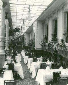 Часть Большого зала ресторана.