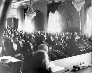 Участники торжественного заседания по случаю празднования 50-летия создания Государственного банка.
