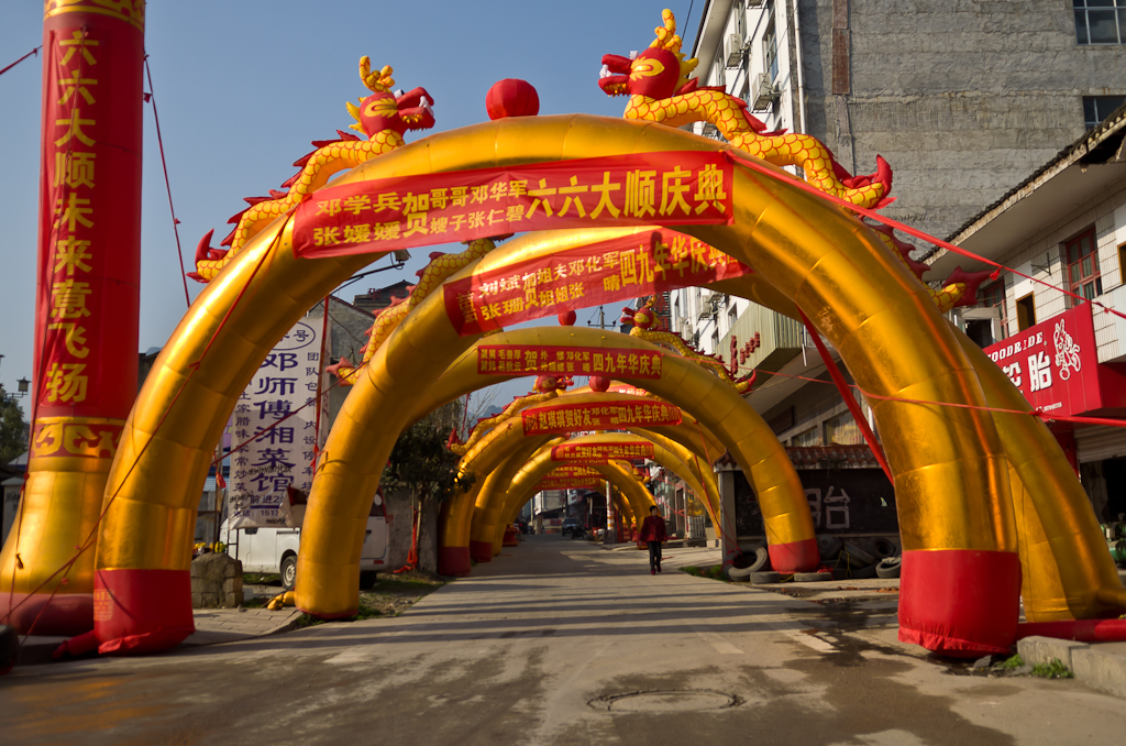 Фото 5. Туннели на улицах деревни Улинъюань в Китае. Отзыв об экскурсии в парк Чжанцзяцзе