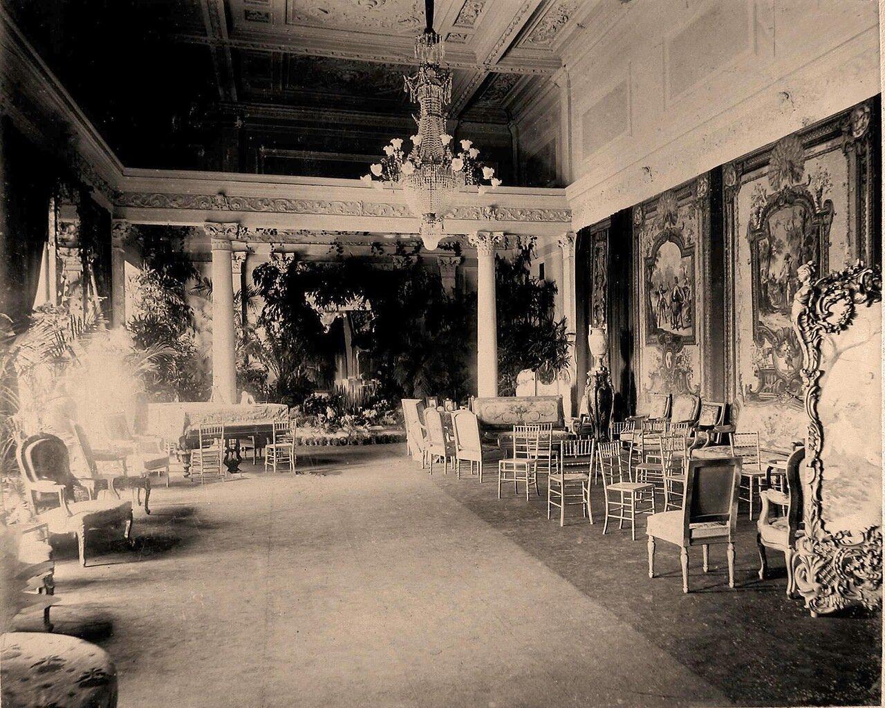 Интерьер одного из залов дворца в Нескучном