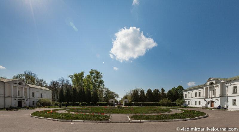 Парадный двор усадьбы Ивановское