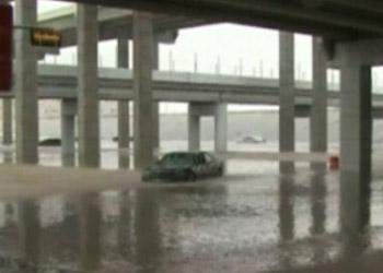 На США обрушились торнадо и наводнения