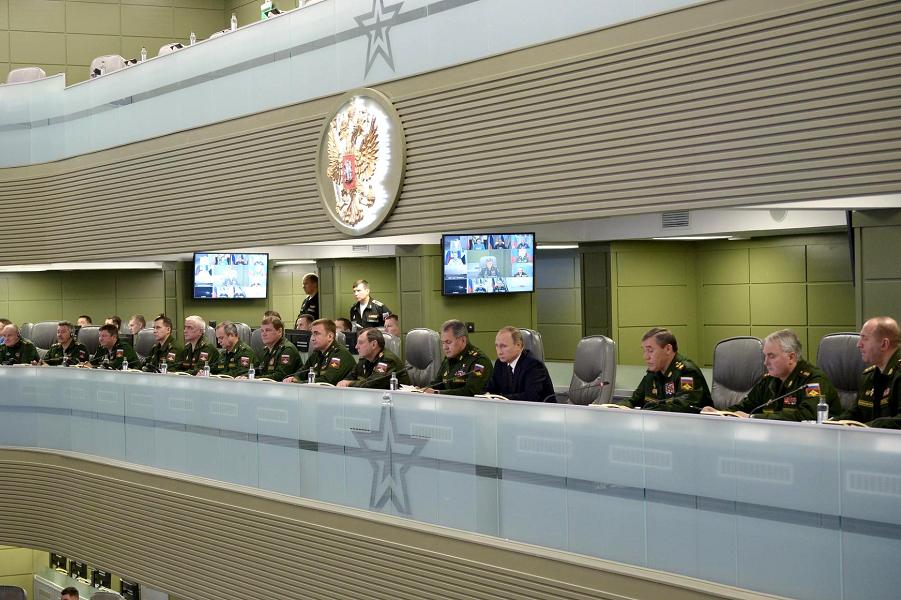 Путин в Центре управления обороной-5, 17.11.15.png