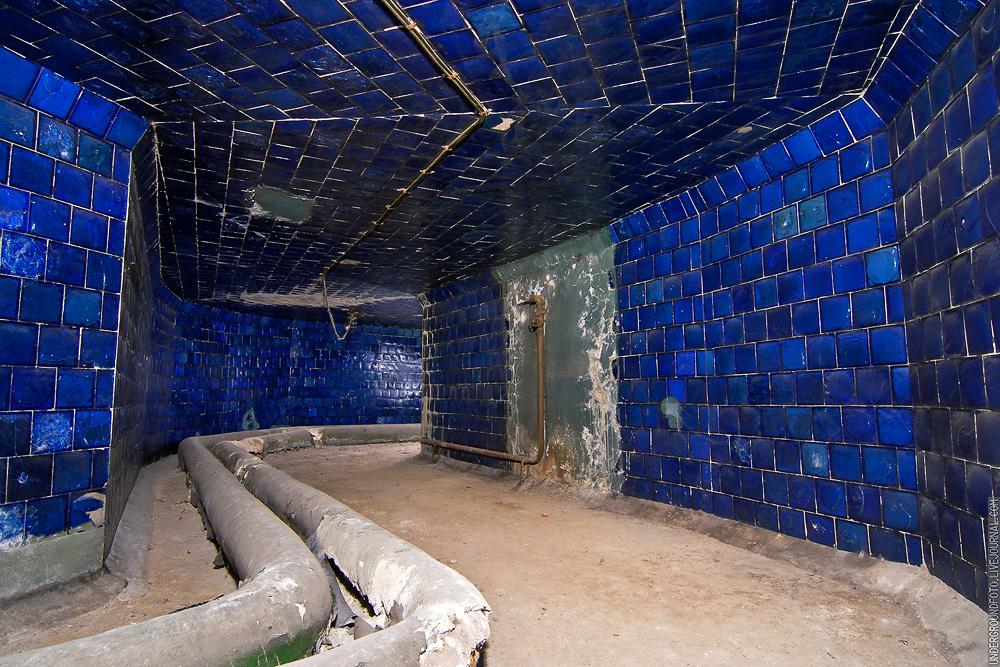 Яркая синяя плитка