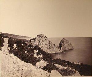 Скалы на побережье у мыса Ай-Панда.