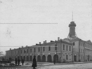 Фасад здания казарм лейб-гвардии Измайловского полка.