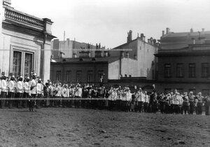 Император  Николай II  со свитой на параде в день полкового праздника у манежа.