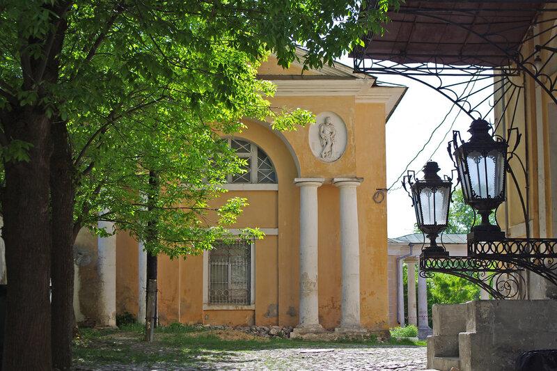 Калужский дворик