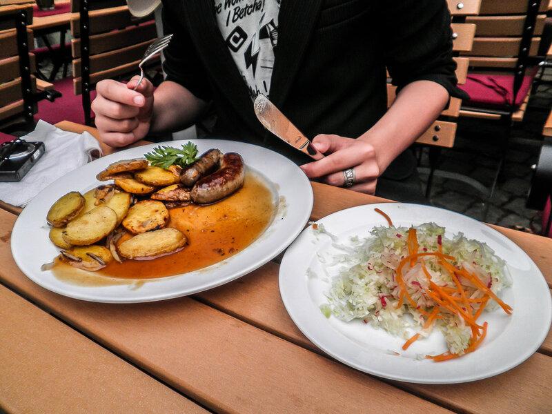 Бахарахские колбаски с кислой капустой