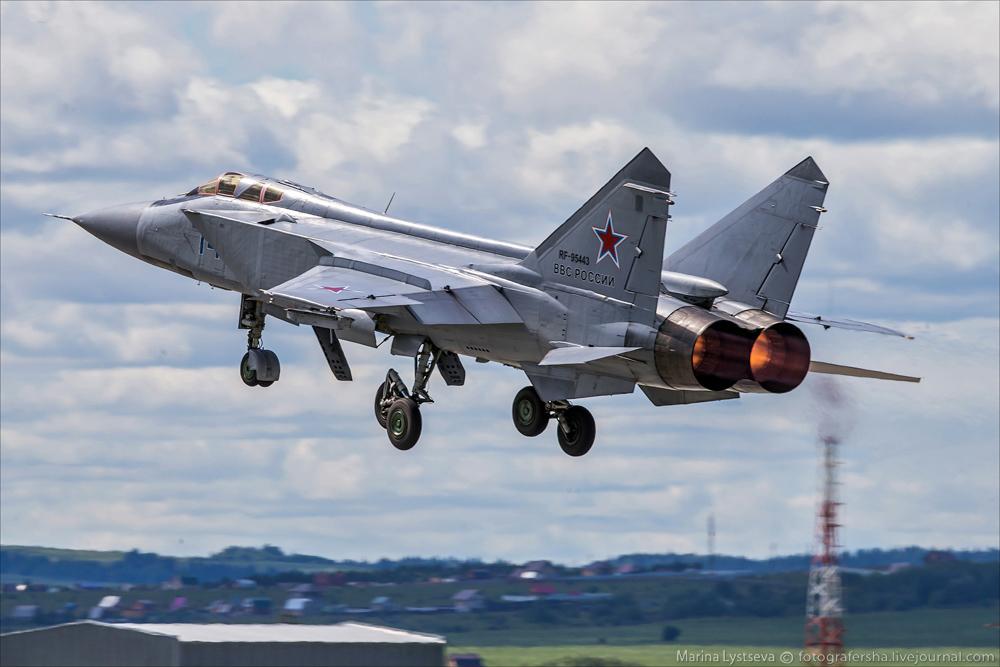 МиГи-31 на авиабазе Сокол в Перми (Пишет Марина Лысцева)