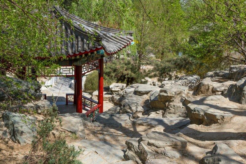 Беседка на склоне холма, парк Чжуншань гунъюань, Пекин