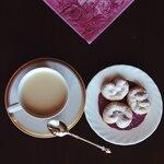 Крендельки и чай с молоком