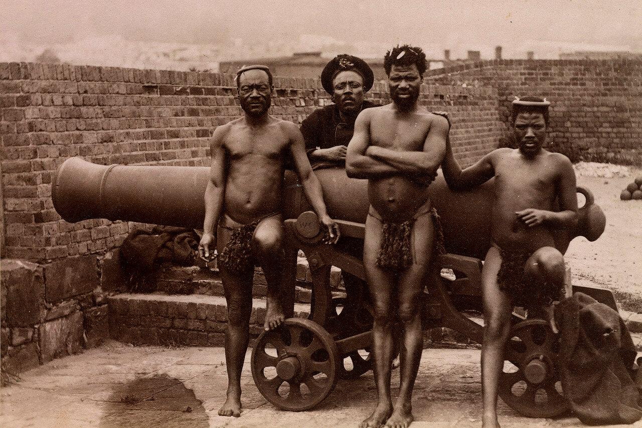 Обслуживающий персонал Кечвайо в Замке Доброй Надежды, Кейптаун. 27 октября 1879