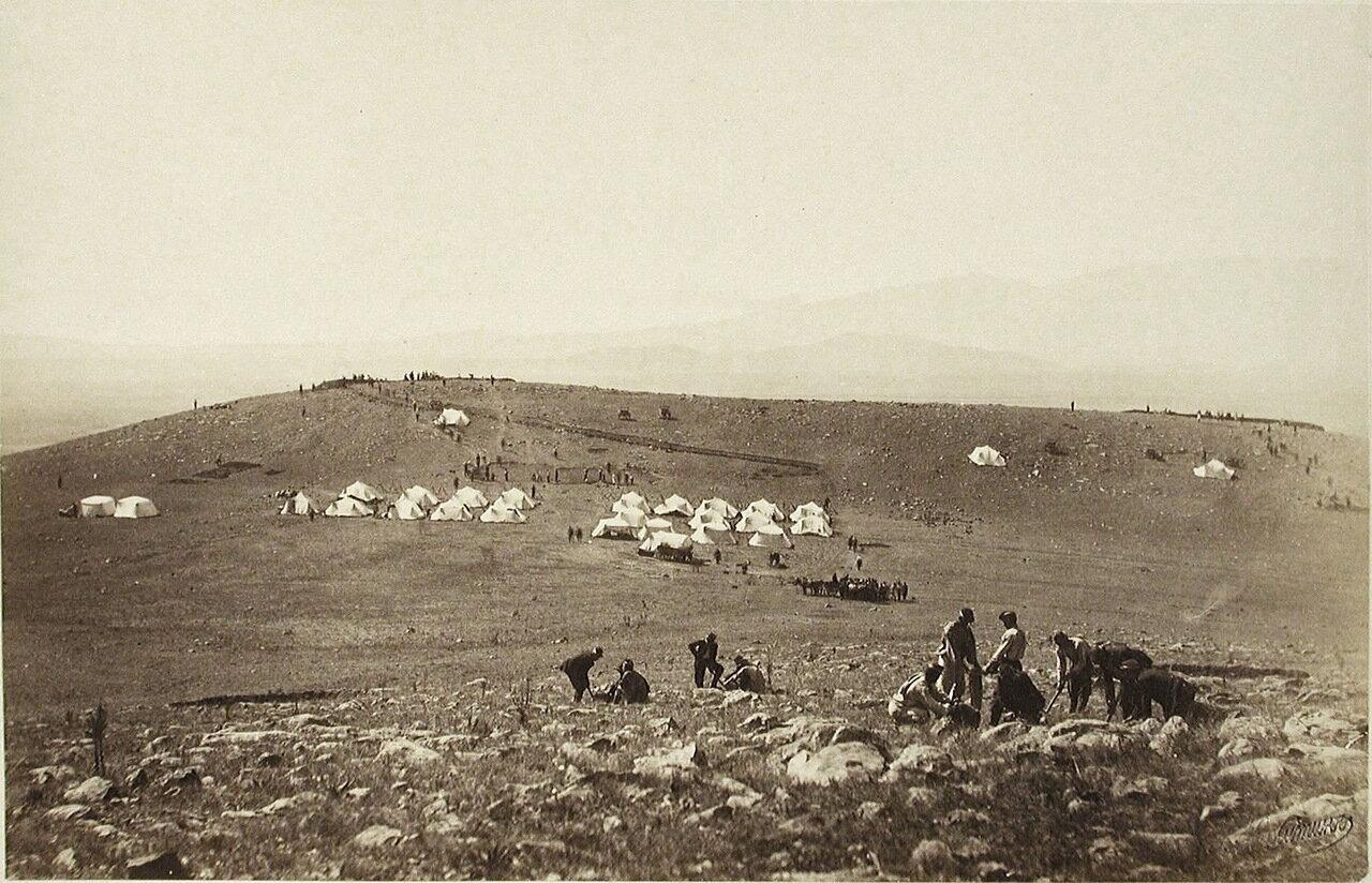 Вид на лагерь и батарею на Караяле