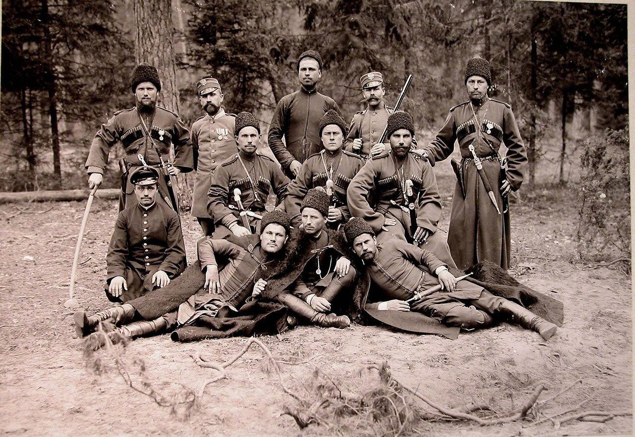 18. Группа охотников,егерей и казаков охраны на опушке леса