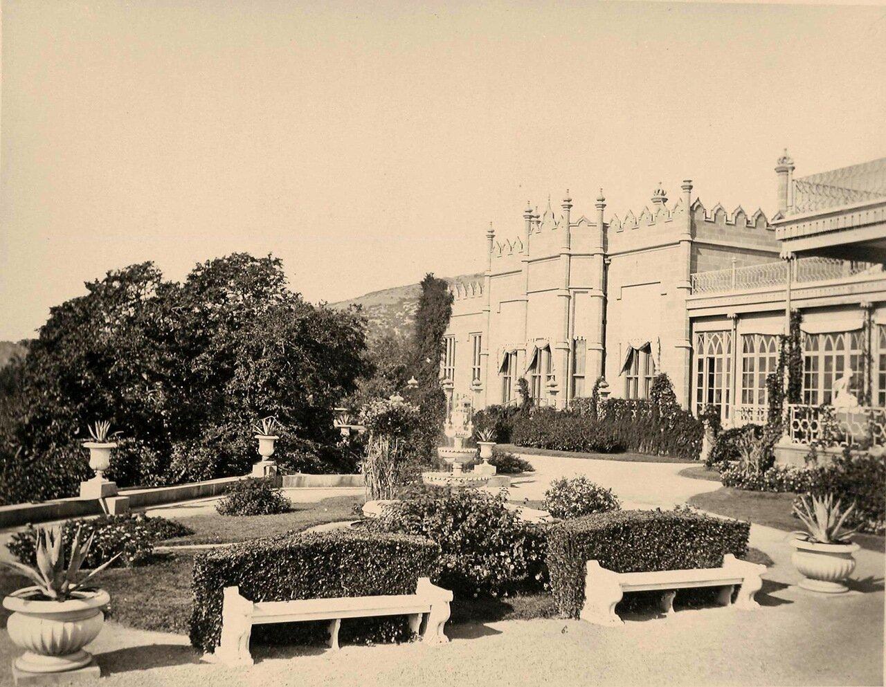 Вид части фасада дворца графа М.С.Воронцова (архитектор Эдуард Блор, 1828-1848 гг.)