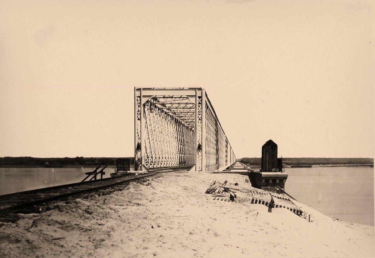 43. Вид железнодорожного моста через реку. Окрестности Киева