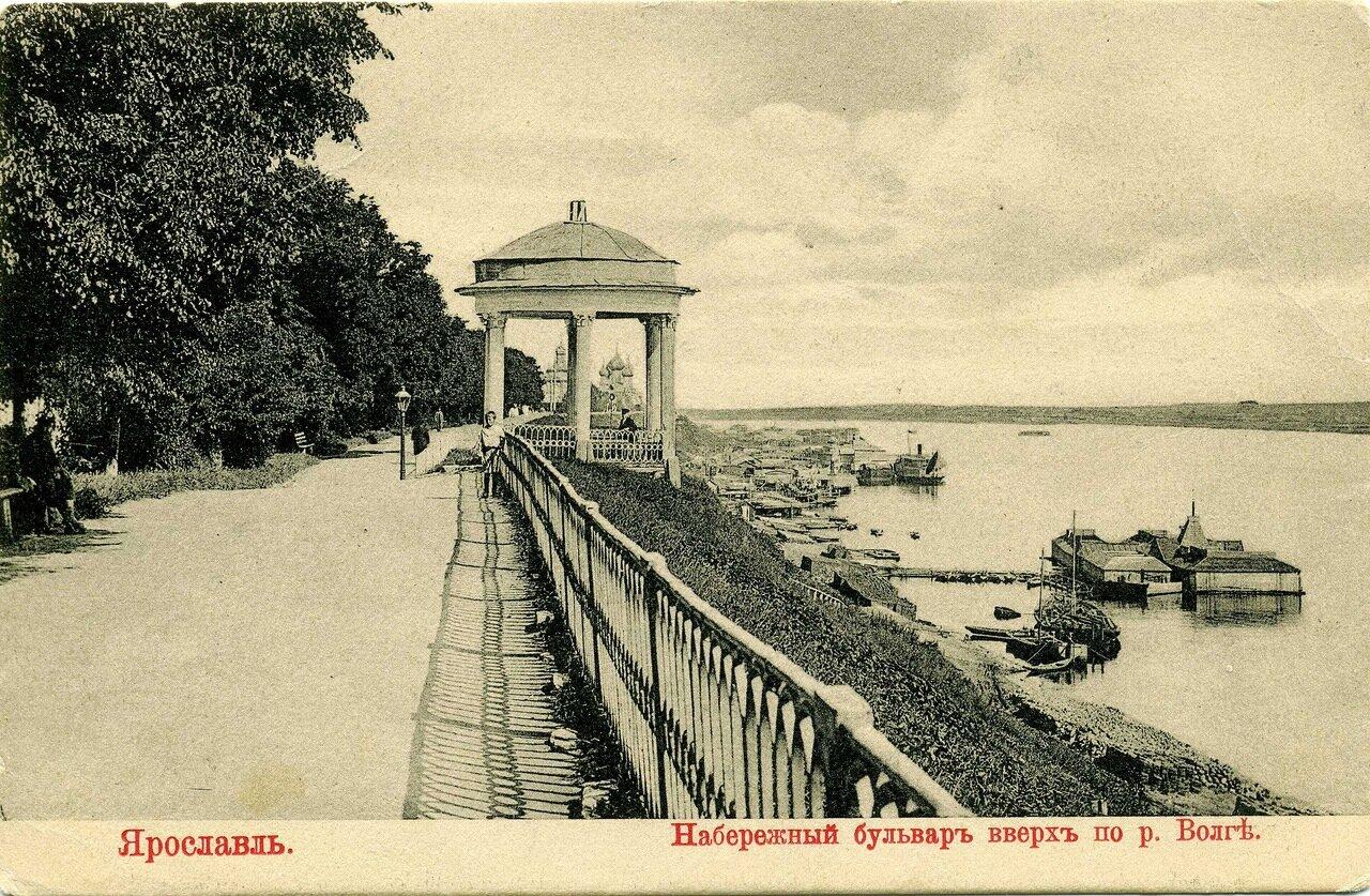 Набережный бульвар вверх по реке Волге