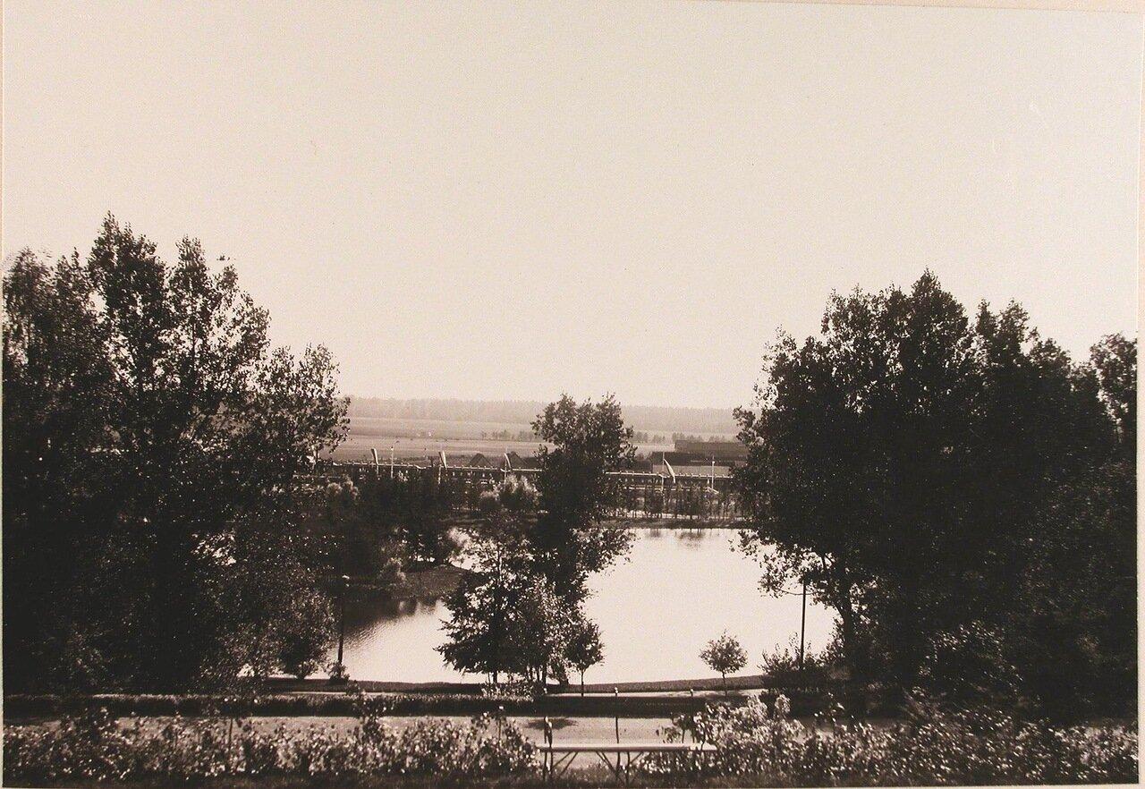 12. Вид части пруда, устроенного в парке у Беловежского дворца в 1895 г. по проекту Валерия Кроненберга