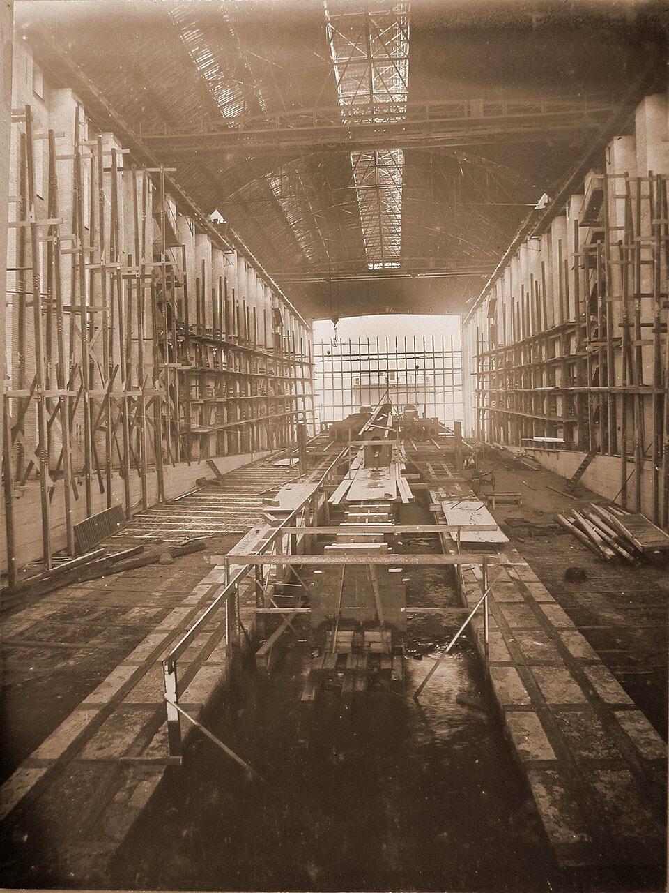 04. Вид набираемой килевой балки строящегося линейного корабля «Полтава». 10 января 1910 г.