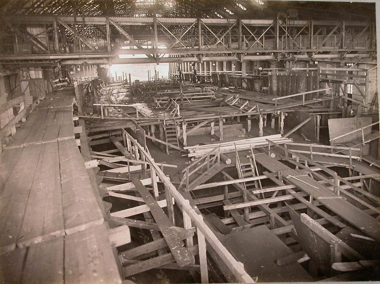 19. Леса для настилки палуб строящегося линейного корабля «Полтава». 10 января 1911 г.