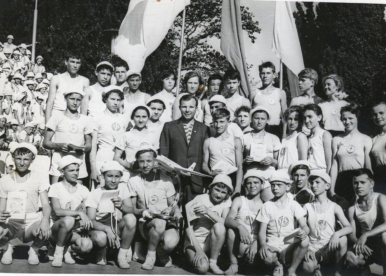 1961. Гагарин в Артеке