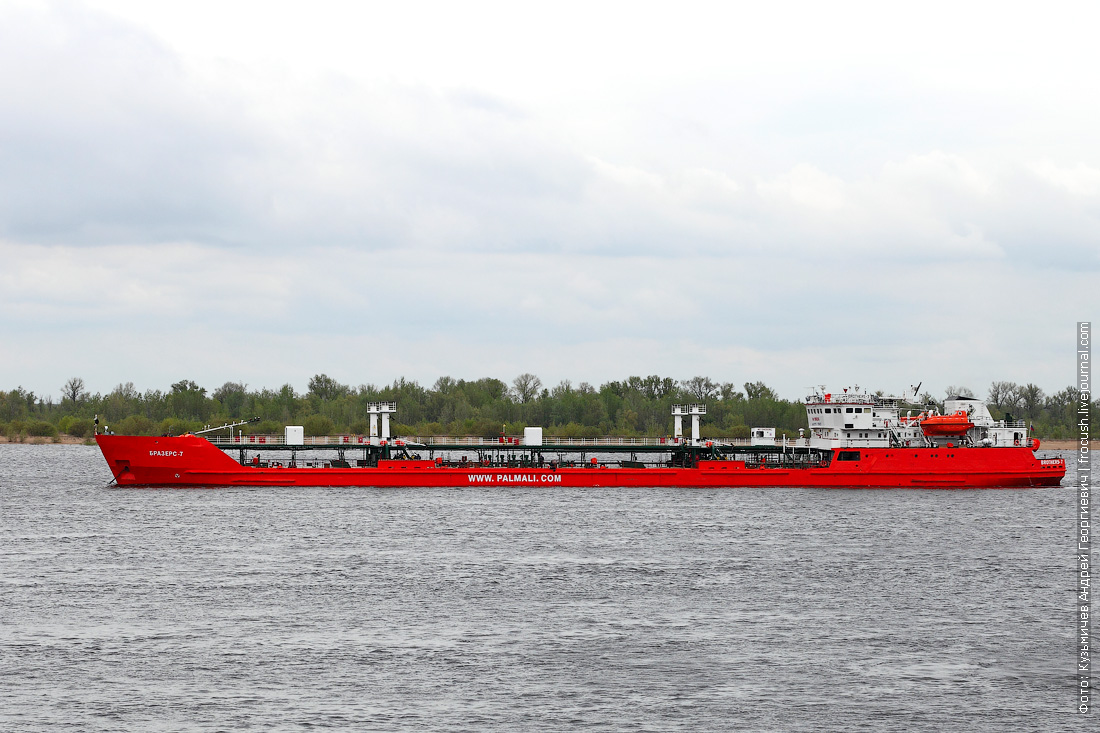 2 мая 2014 года, 13:47. Волгоград. Нефтеналивной танкер «Бразерс-7» (1993 года постройки)