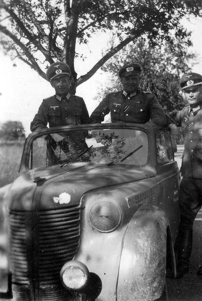 1941-1944 207