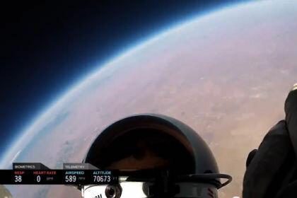 Появилась видеозапись прыжка из стратосферы