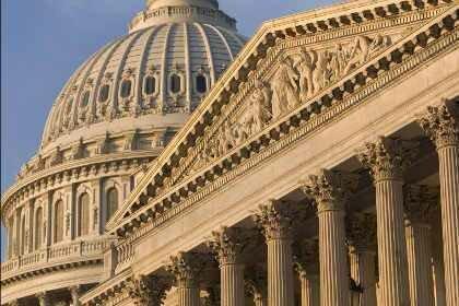 Госдолг США сеноторами повышен на год