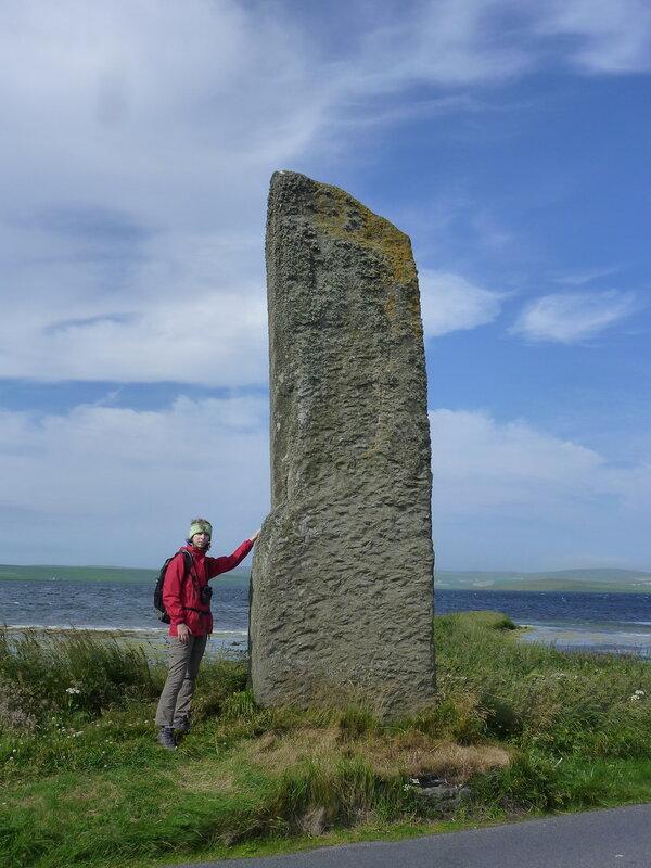 Одинокий стоячий камень Watchstone - для масштаба:)